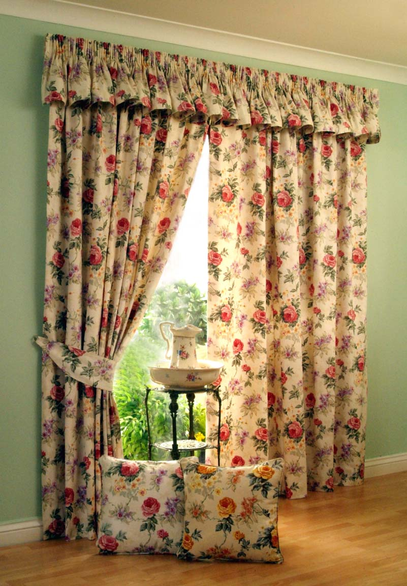 fancy-gold-window-curtain-and-drapes
