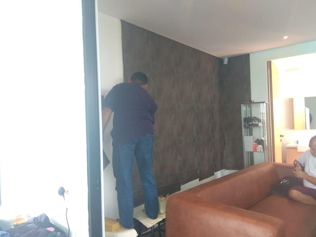 Tak Perlu Ribet Begini Cara Memasang Wallpaper Dinding